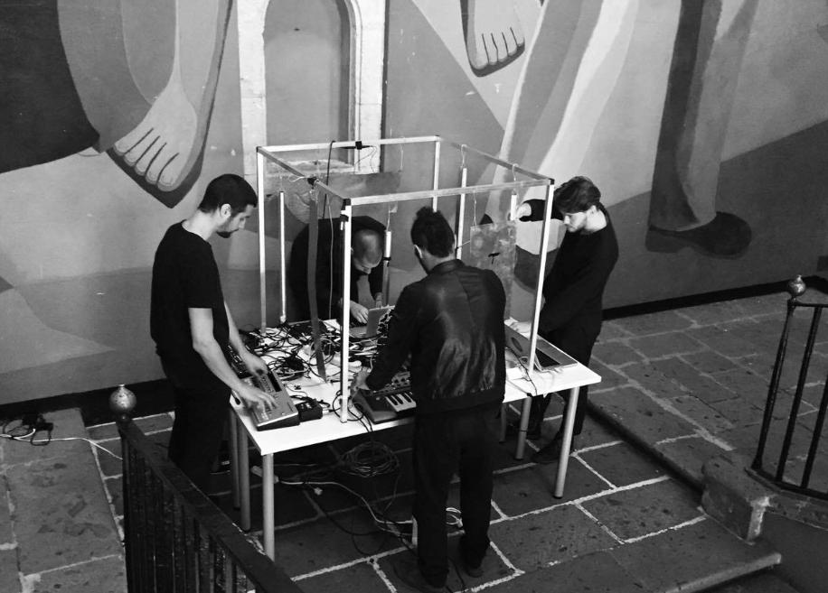 Abrazar la inteligencia artificial, lo híbrido, lo aleatorio: oqko, electrónica y ruido desde Berlín