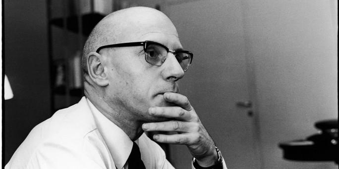 Población, vigilancia y redes (virtuales) de poder: Foucault y el engranaje del sometimiento