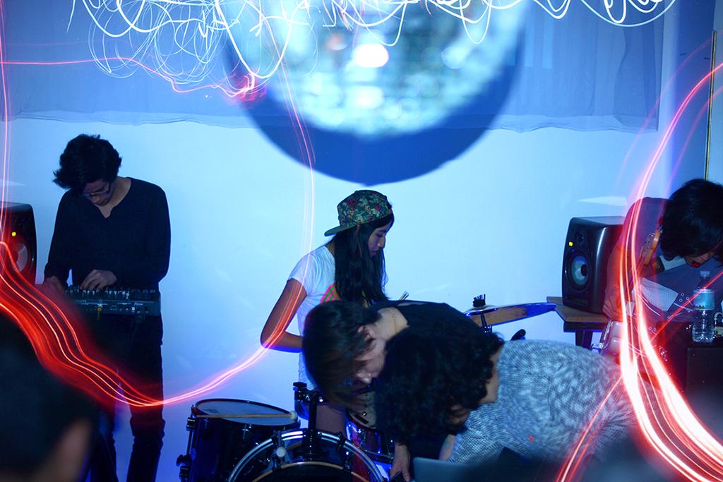 Cacería: Sesiones de escucha alterada e interacción visual